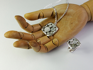 HAND SQUARE 2