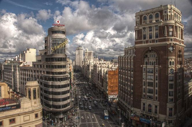1024px-Gran_Vía_(Madrid)_1 2